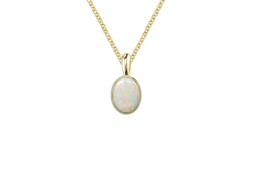 9ct Gold pendant and chain set with an Oval Shaped Opal