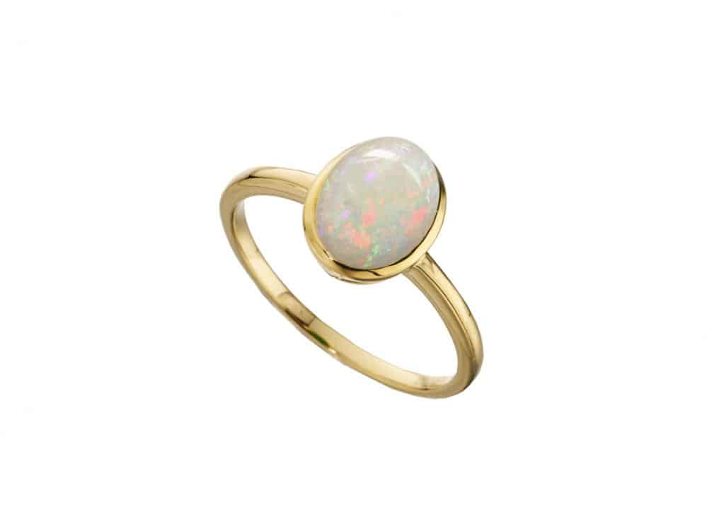 9ct gold ring with oval shaped opal gemstone