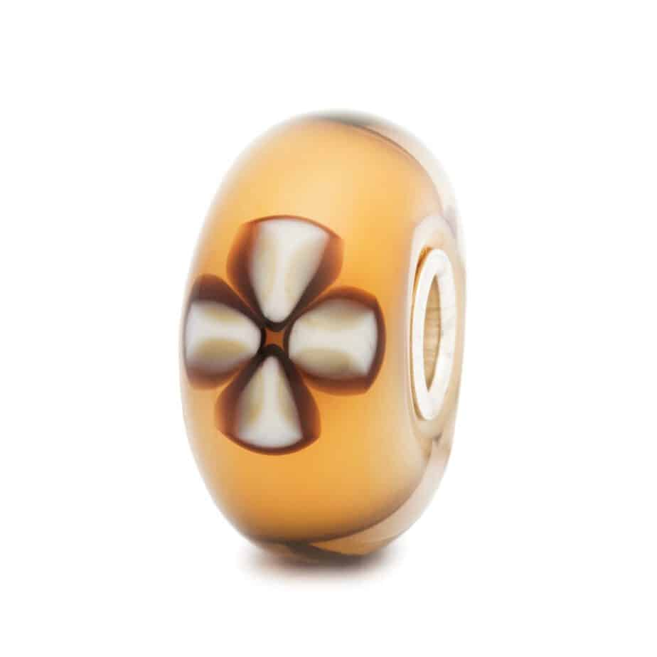Trollbeads Beige glass bead with white and brown flowers called Lucky Clover for modern charm bracelets
